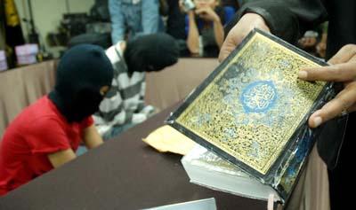 Al-Quran dipakai untuk ngakali petugas angkut barang haram